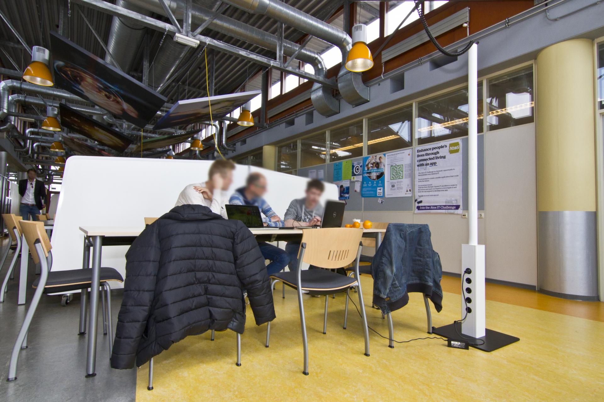 laptopzuil, energiezuil,werkplek, flexwerken,stroom,aansluiting via plafond