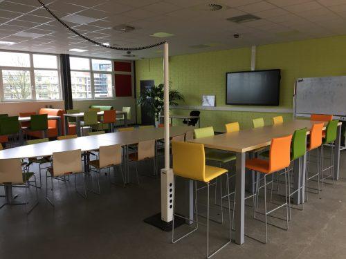 laptopzuil, plafondaansluiting,werkplekaansluiting,verplaatsbare werkplek